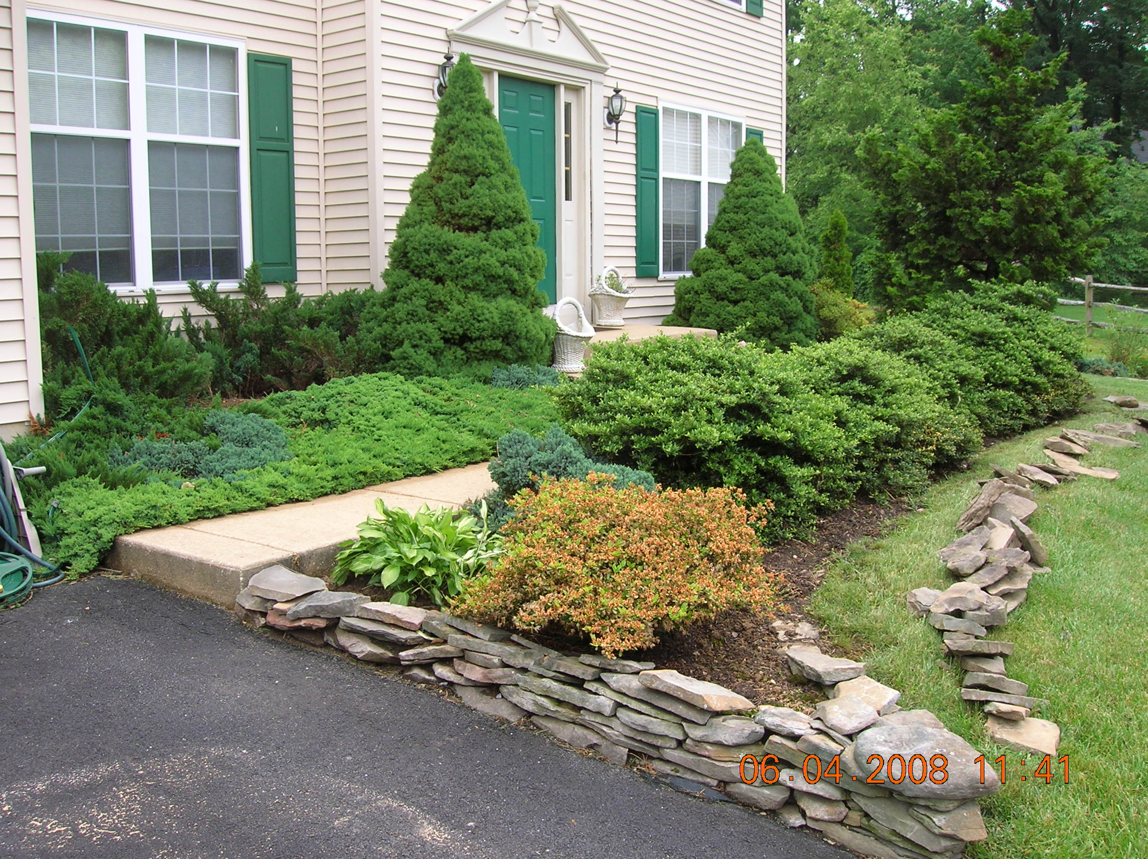 Flower beds with rock borders native home garden design for Garden decking borders
